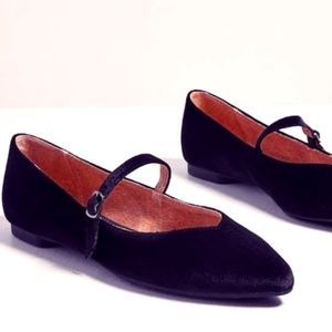 BNIB velvet flats with leather lining from Chelsea
